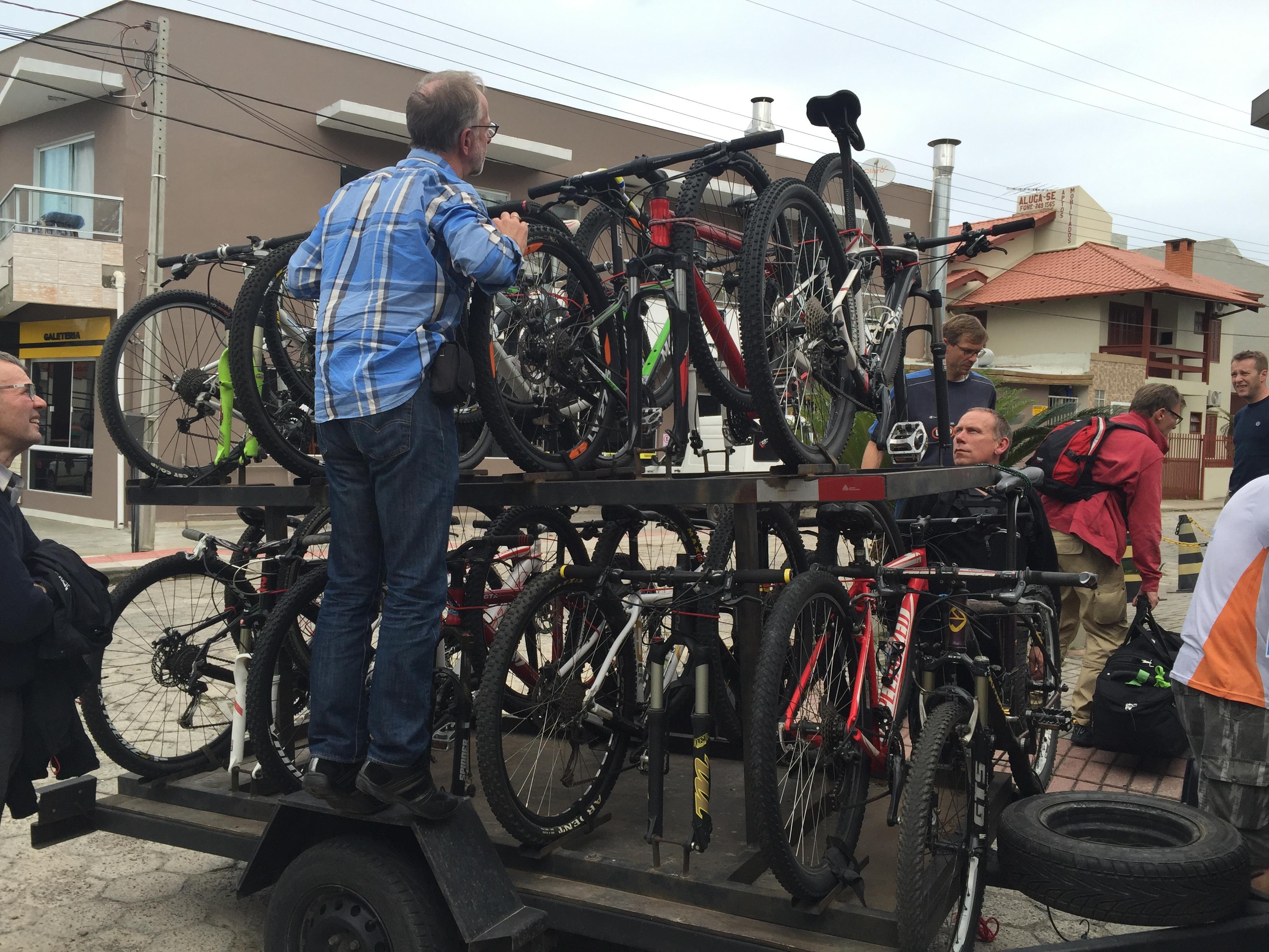 cyklerne besigtiges.